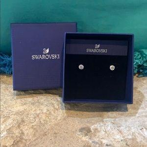 Swarovski Stud Earrings 🤍